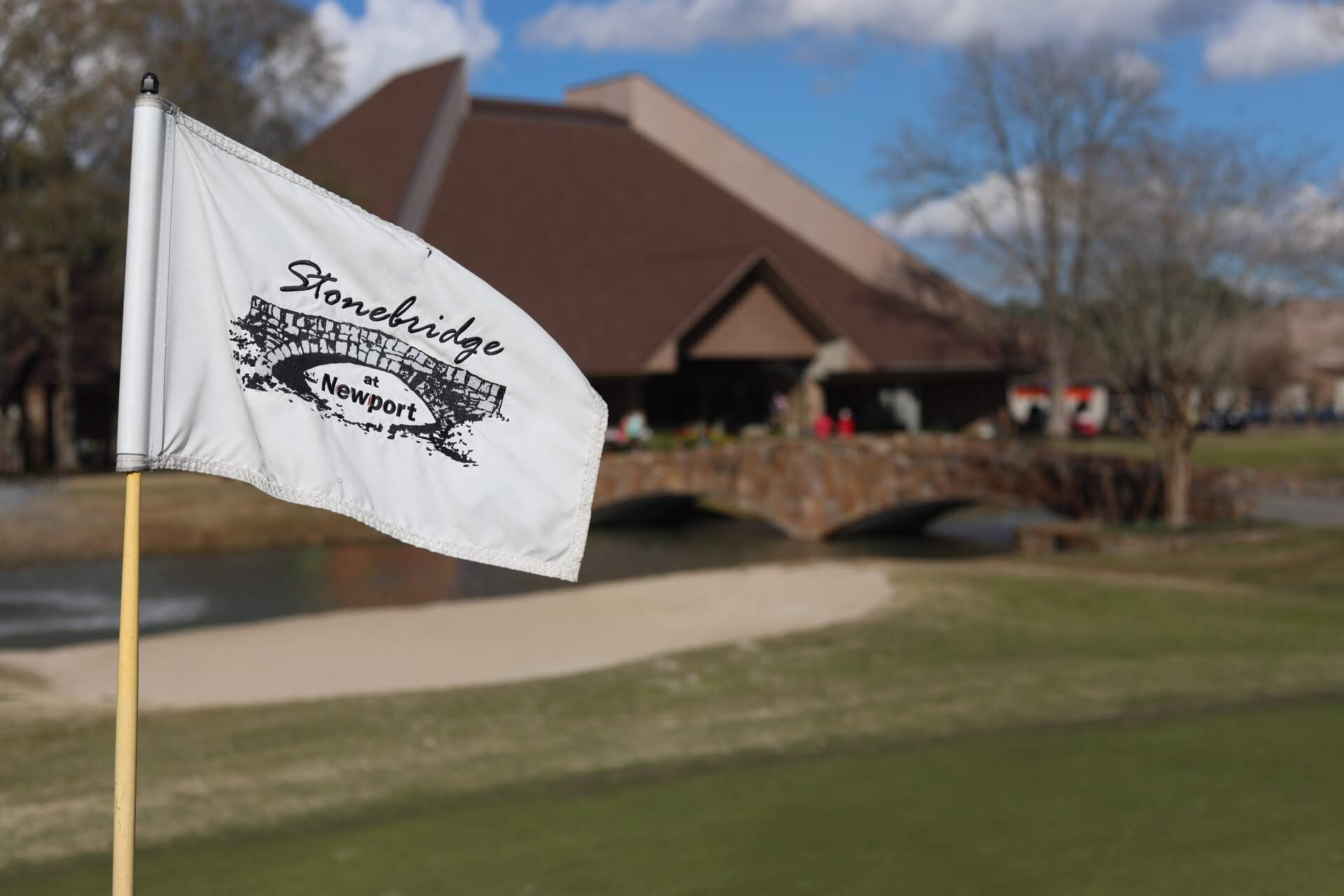pin flag and clubhouse