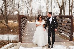 1757 Outdoor Bridge Winter Wedding Photo