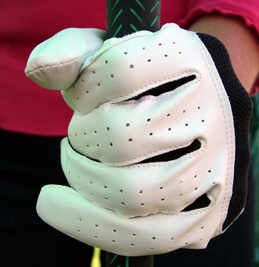 golf glove gripping club