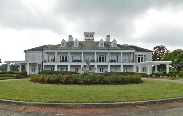 Clubhouse and Fountain at English Turn
